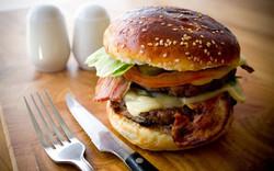 burger1-xlarge_trans++eo_i_u9APj8Ruoebjo
