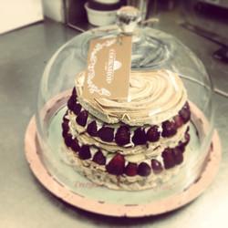 Three layers of meringue, whipped cream, fresh pineapple & strawberries #foodloverscookshop #foodlov