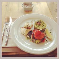 Grilled sea bass with sweet pea purée & grilled vegetables #foodloverscookshop #foodlovers_cookshop
