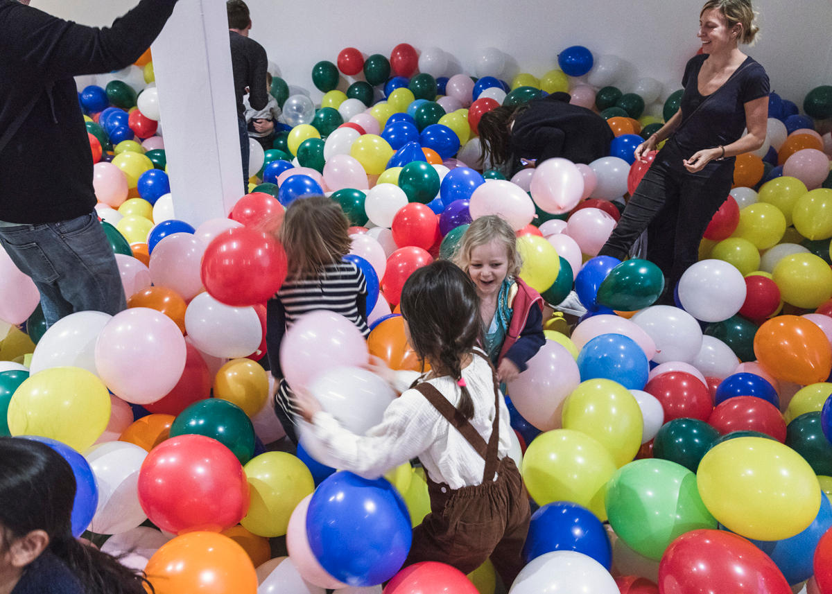 In 2019 an Art installation by Michaela Gleave titled '7 Stunden Ballonarbeit/7 Hour Balloon Work' turned the Bondi Pavilion Gallery into a large balloon pit.  (photo: Matthias Engasser and Jennifer Leahy)