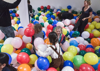 In 2019 an Art installation by Michaela Gleave titled '7 Stunden Ballonarbeit/7 Hour Balloon Work' turned the Bondi Pavilion Gallery into a large balloon pit.