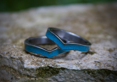 Pointed turquoise band
