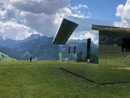 Mirage Gstaad | la sorprendente casa de los espejos que está en las montañas Suizas