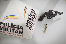 CLIENTE  DE BAR É PRESO POR PORTE ILEGAL DE ARMA DE FOGO EM SERRA DO SALITRE - MG