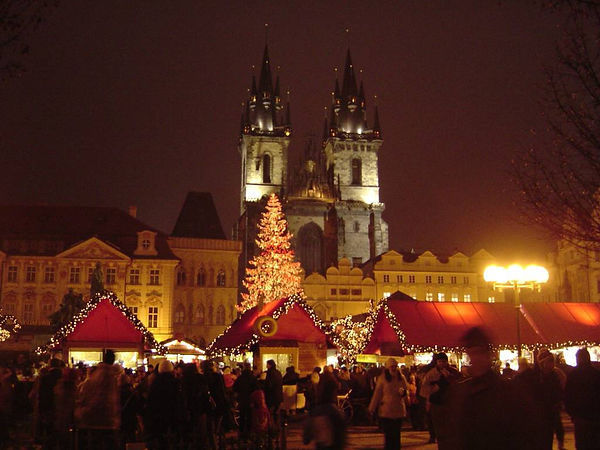 Christmas_Old_Town_Square_Prague_2007.jp