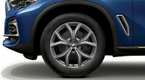 Комплект зимних оригинальных колес V-Spoke 735 G05