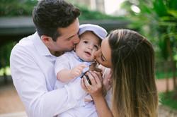 pais beijam filho