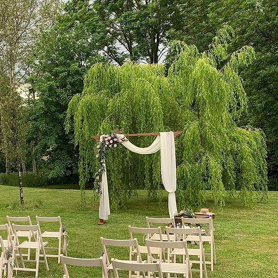 ¿Que tal una ceremonia en los jardines?