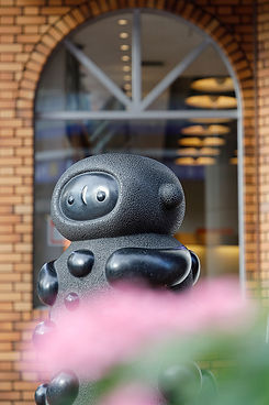 彫刻のある街 田中毅氏作「玉の童」