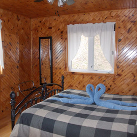 The queen-bed room in Serenity Cottage.