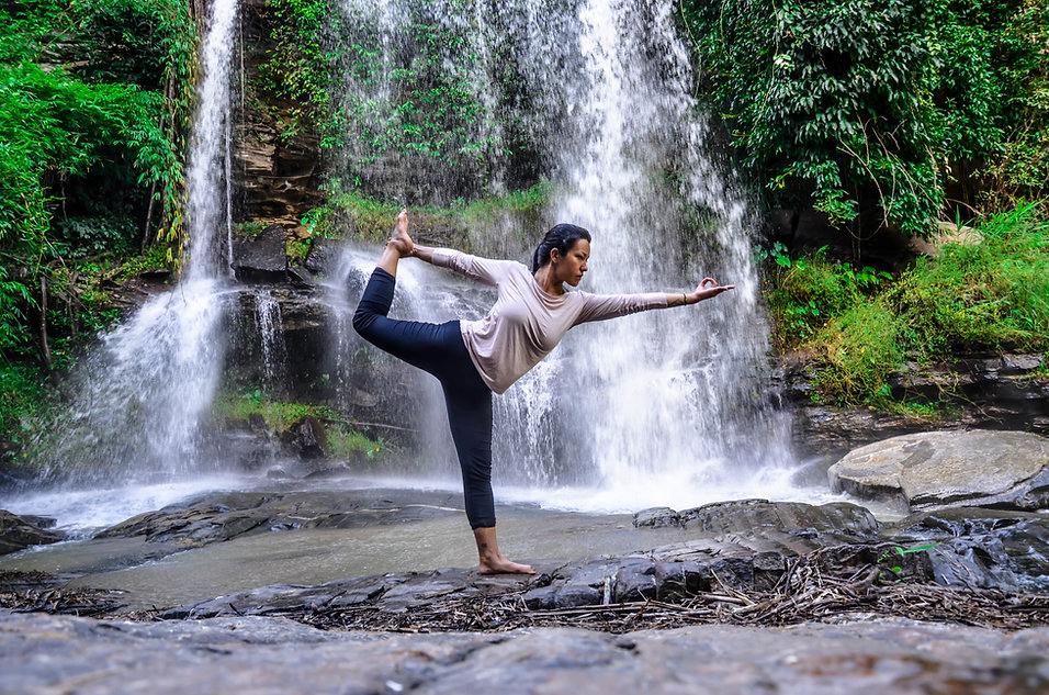 yoga_cascata_1.jpg