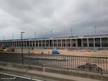 Nordpier (für LowCost-Airlines), davor Baufeld der Terminal-Erweiterung