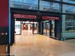 Terminal, Ebene E1 (Abflug), Blick in Richtung eines südlichen Erweiterungsbaus (Check-in & Personen