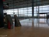 Terminal, Ebene E1 (Abflug) - Holt das noch jemand ab?