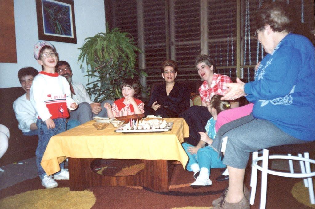 המשפחה המורחבת ביום הולדת.jpg