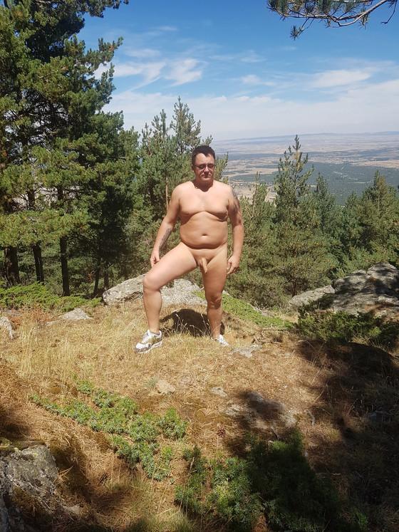 nude hiking in Arcones, Spain
