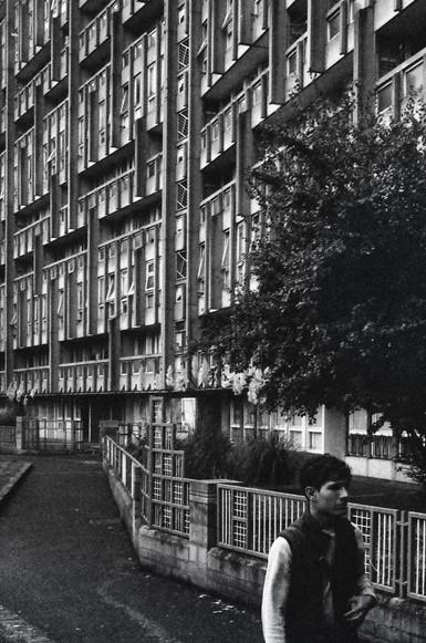 Robin Hood Garden estate (1972)  Alison and Peter Smithson  London, England  . Analogic 2017 © Jérémy Pernet