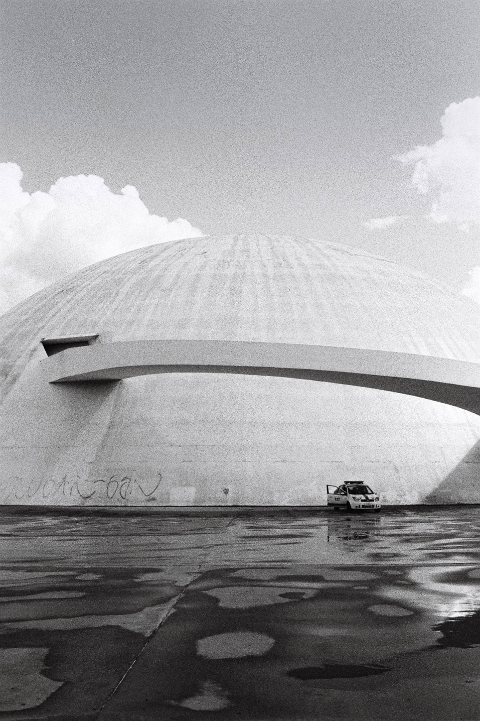 Museu Nacional Honestino Guimarães (2006)  Oscar Niemeyer Brasília, Brasil   . Analogic 2016 © Jérémy Pernet