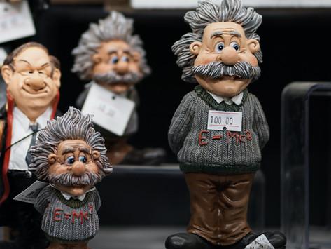Distinti saluti, A. Einstein.