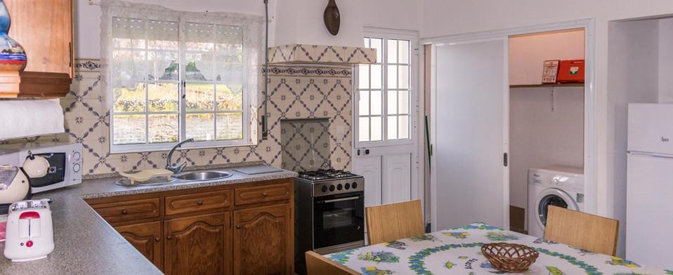 Porto Martins Bay Apartments Kitchen