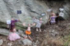 Clichés et résistance avec Ylla K., Resisto, Janis, Castorf, des Extra-Muros, création de Geneviève Petermann pour l'exposition C'est extra, au Grand-cachot à neuchâtel.