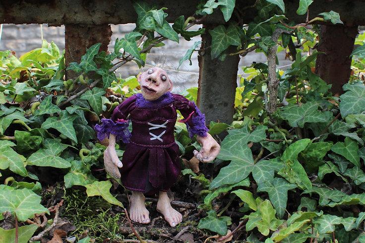 Un des personnages des Extra-Muros, création par Geneviève Petermann pour l'exposition C'est extra, au Grand-cachot à neuchâtel.