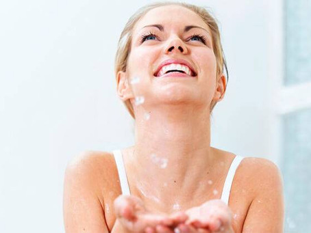 ¿Qué ocurre cuando solo te lavas la cara con agua?