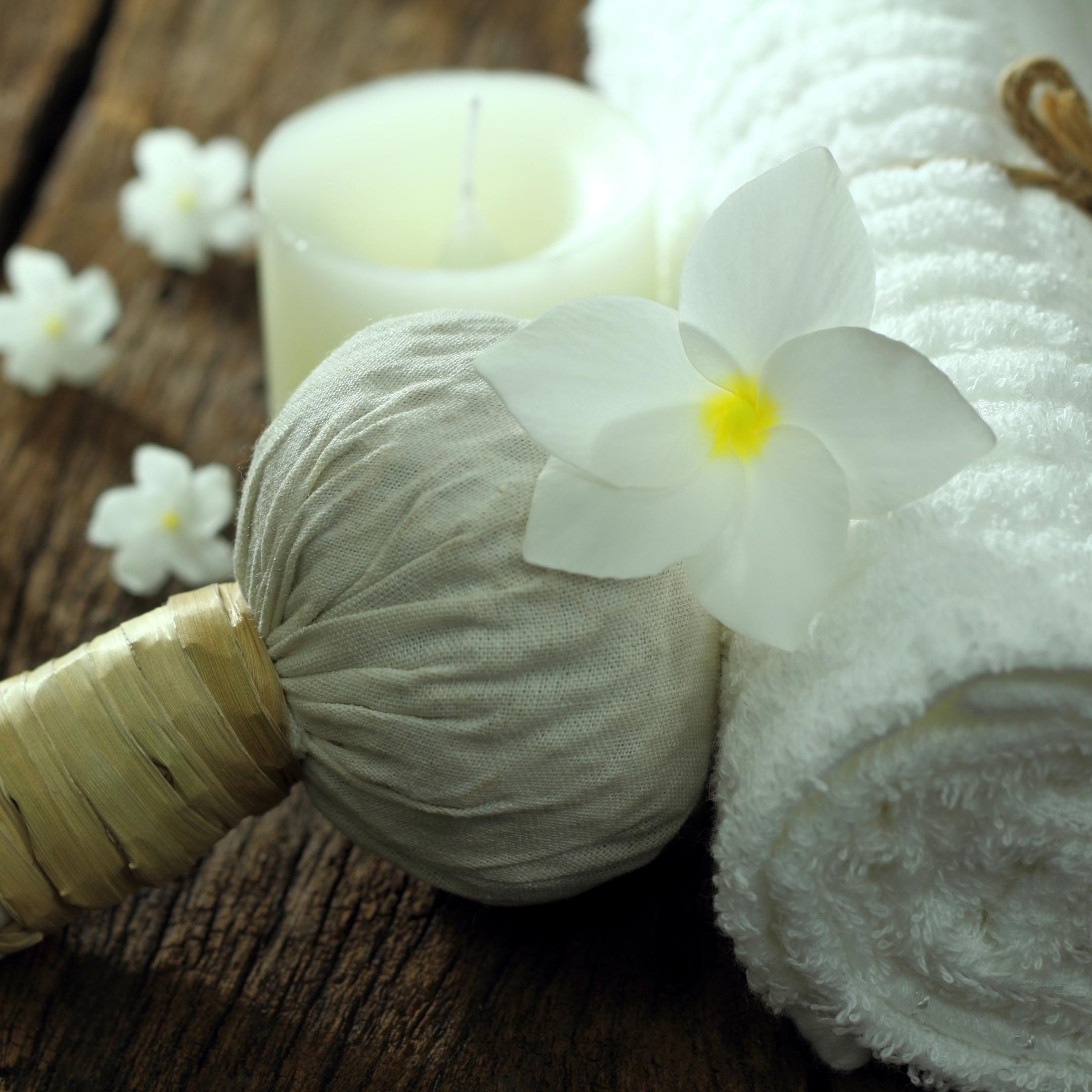 Luk Pra Kob (Herbal Ball Massage)
