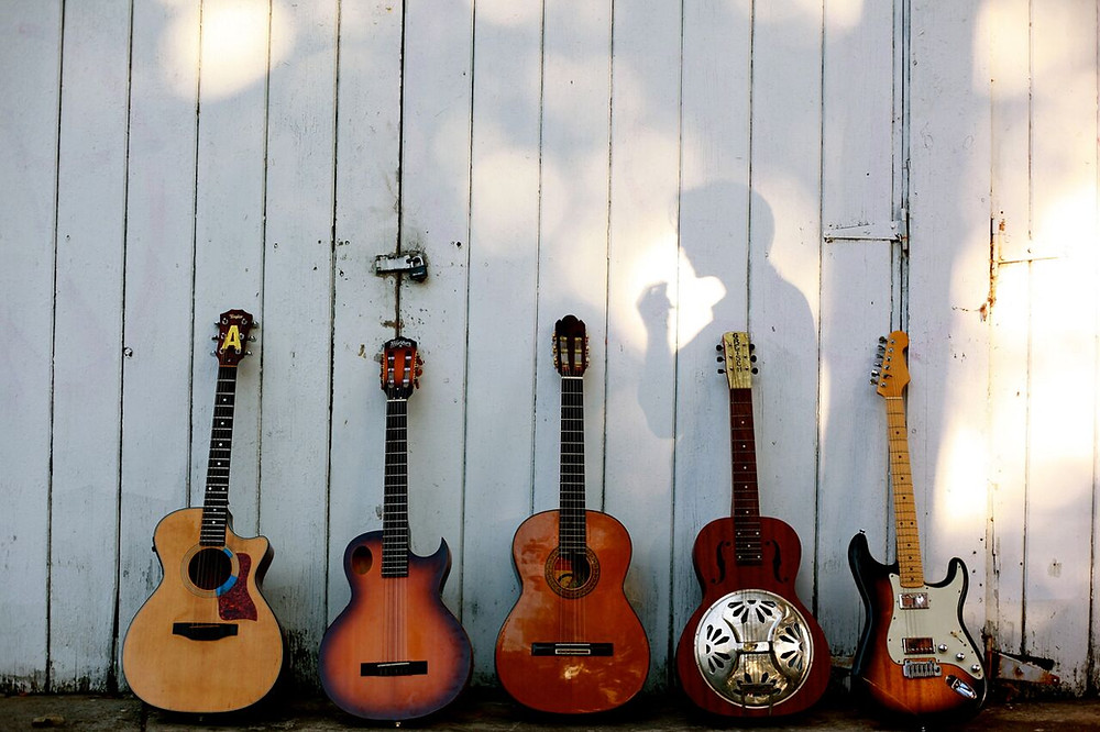 What guitar to buy, beginning guitar lessons, first guitar