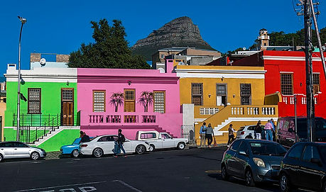 800px-Wale_Street_houses_and_Lion's_Head
