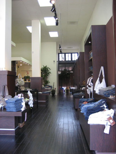 CLOU-CLOTHING STORE