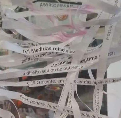 POR DETRÁS DA LEI