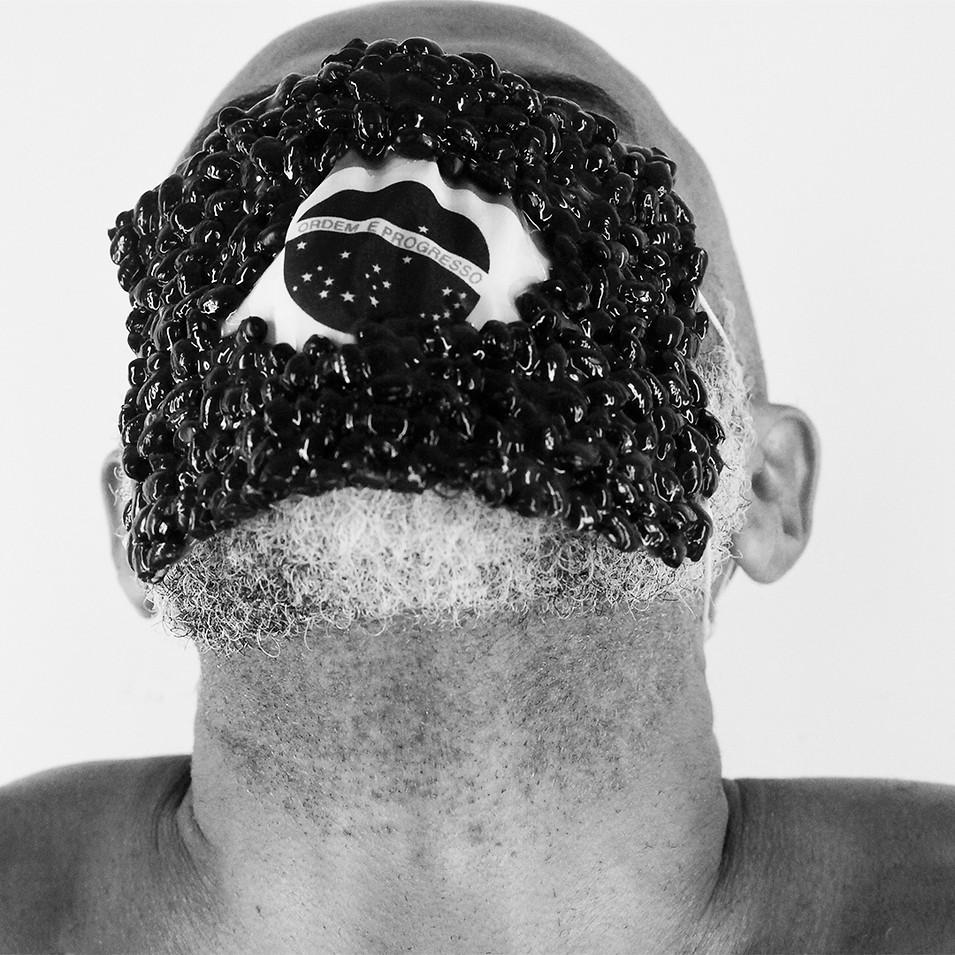 Série de fotoperformance AR branco e PURO – feijão