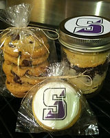 cookietray.biz, college care packagess, cupakes in a jar, college logo