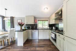 8257978-bluewood_bluw_lp_woodstock_lodge-interior07-print