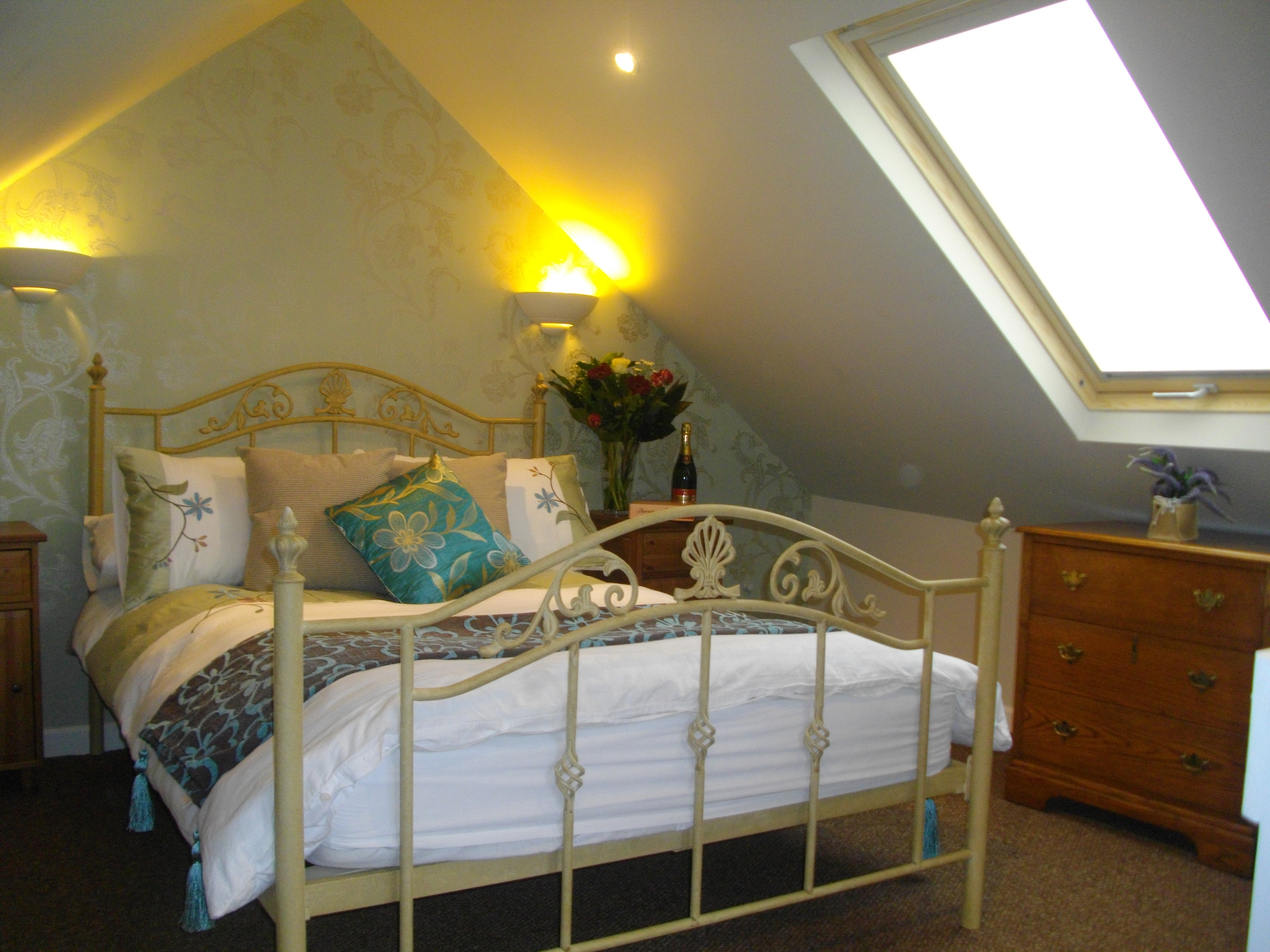 Stable cottage double bedroom.JPG