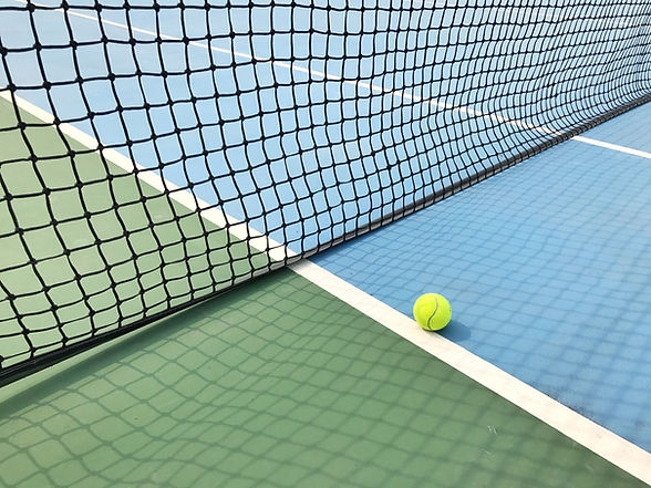 Бал на теннисном корте
