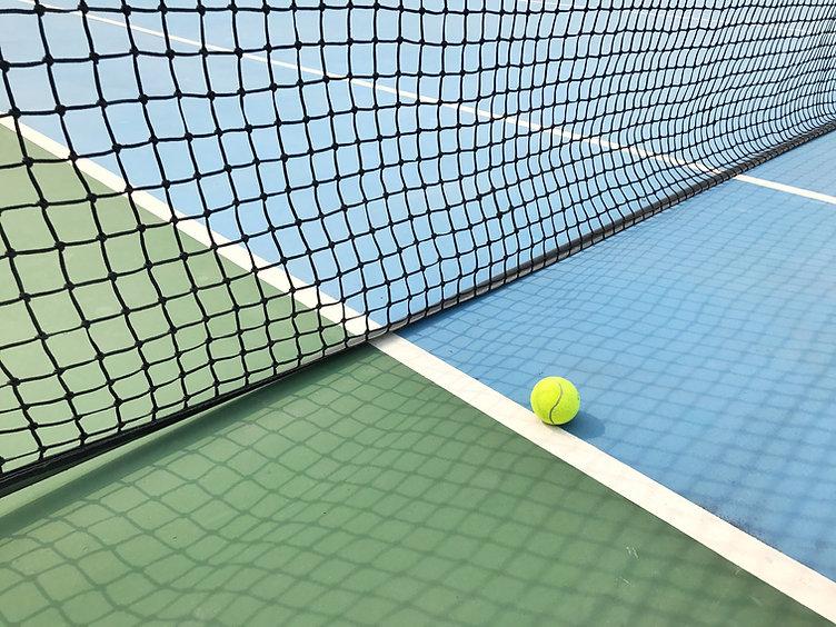 テニスコートでボール