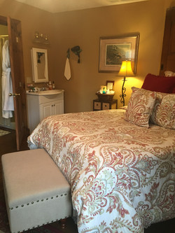 PERRY QUEEN BEDROOM