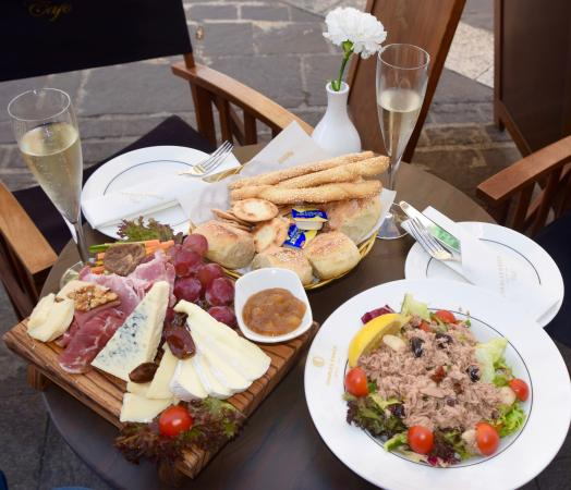 lunch-at-charles-grech