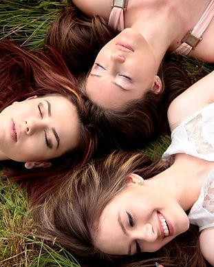 women-1487825_1920.jpg