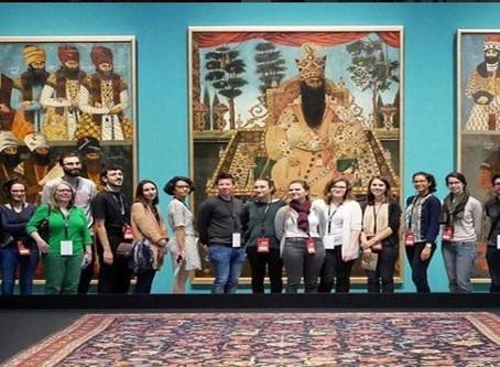 Exposición de ropa y joyas de la dinastía Qajar de Irán en el Museo Louvre de París
