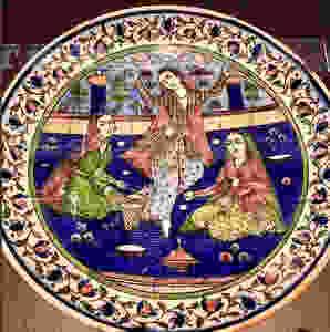 Plato de porcelana decorado con detalles de ropa de e´poca Qajar - Exposición Museo Louvre París