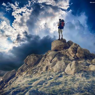 mountaineer-2481635_1920.jpg