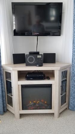 Fireplace & Media