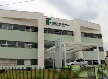 Receita Federal faz doação de bebidas alcoólicas ao IFSULDEMINAS para fabricação de álcool gel