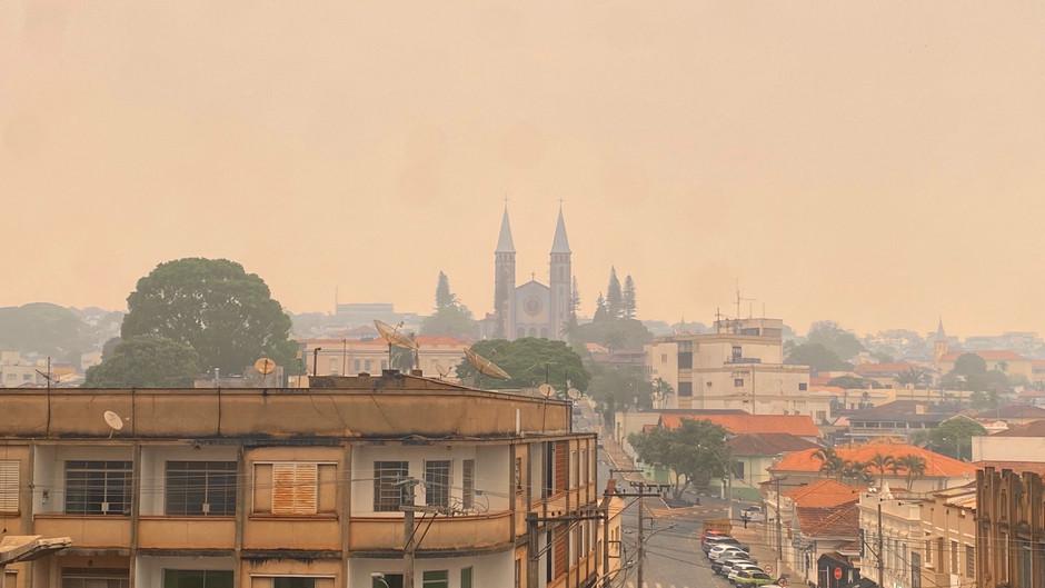 Guaxupé tem dia extremamente seco e com muita fumaça