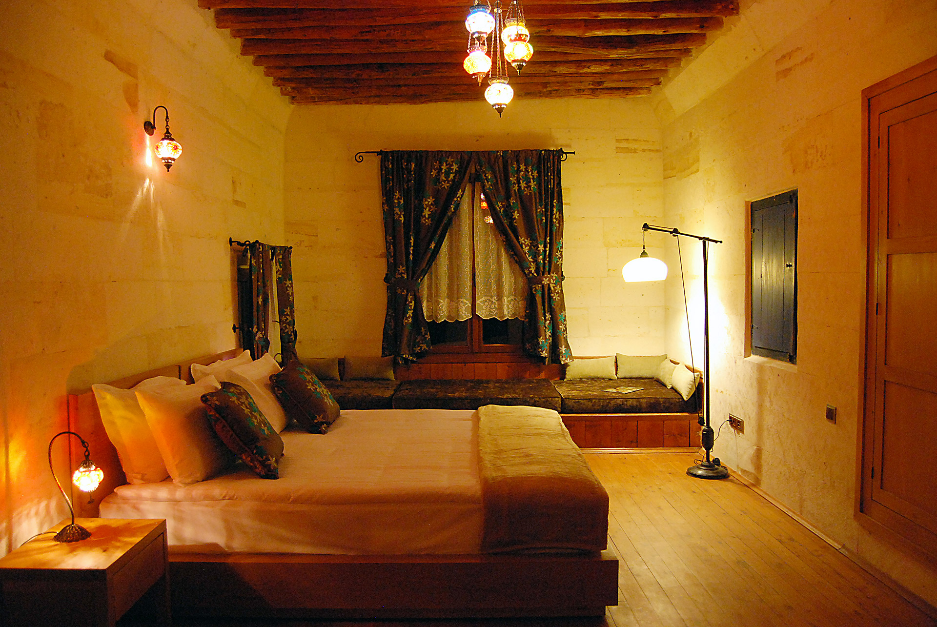 hotel-sira-rooms-stone