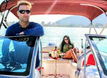 passeio romantico de barco