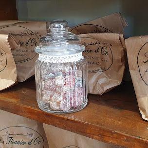 bonbons étagère Le Tisanier d'Oc Herboristerie à Bordeaux
